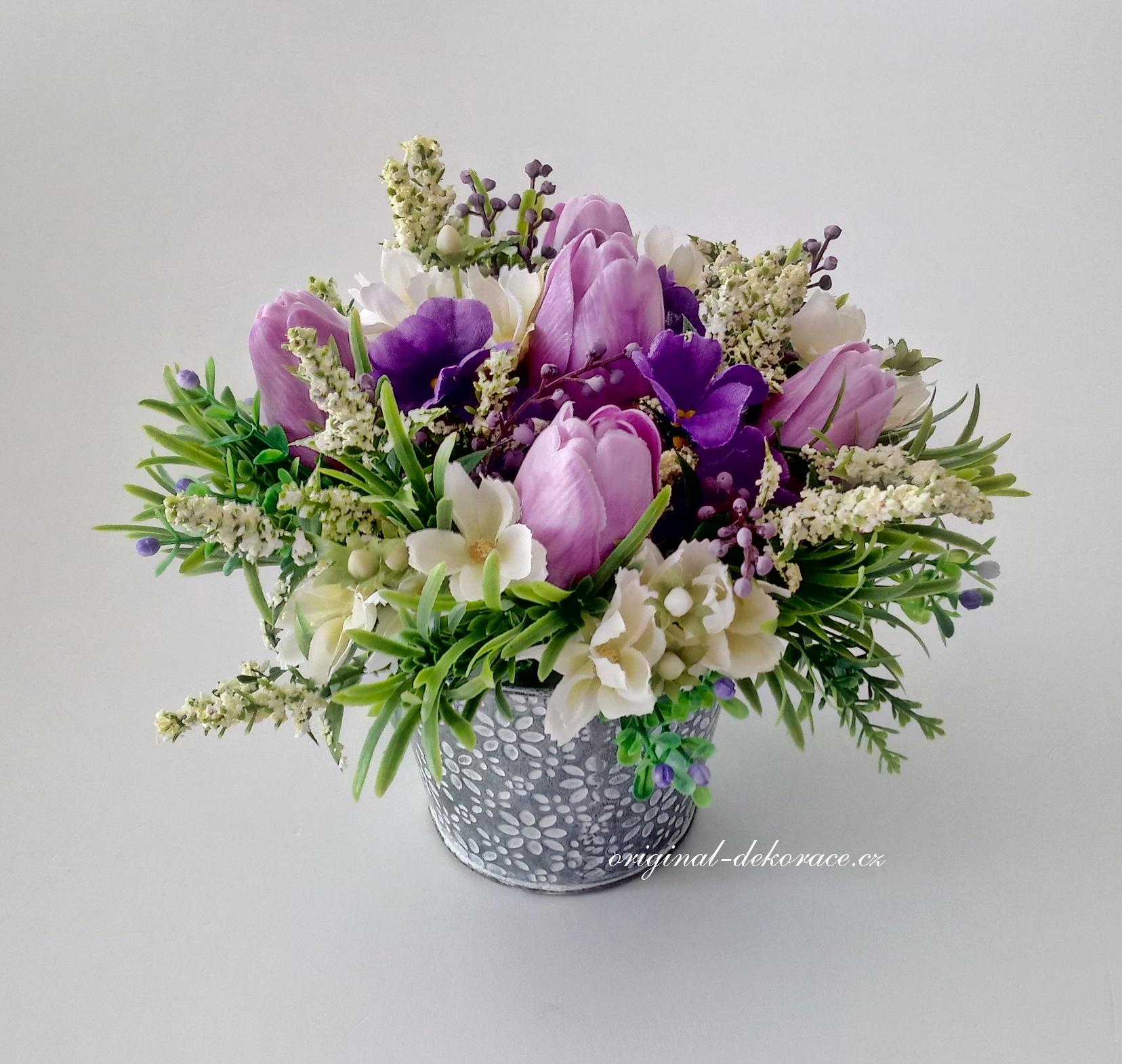Dekorace z umělých květin v plechovém obalu - fialovorůžové tulipány ... 11c676f839