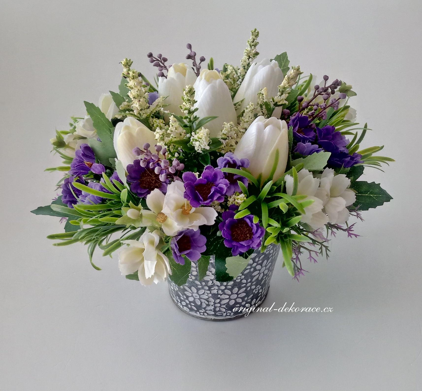 Dekorace z umělých květin v plechovém obalu - bílé tulipány ... 9a860b22a0